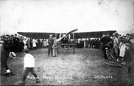 1911 İngiltere hava postası taşıyan uçak