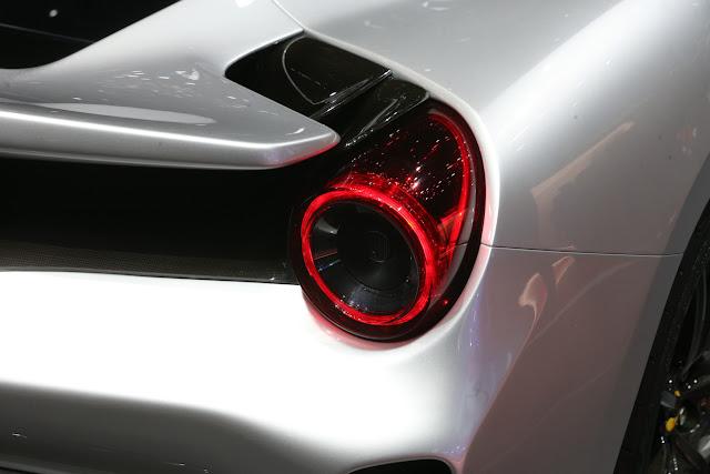 フェラーリ488ピスタ ジュネーブモーターショー