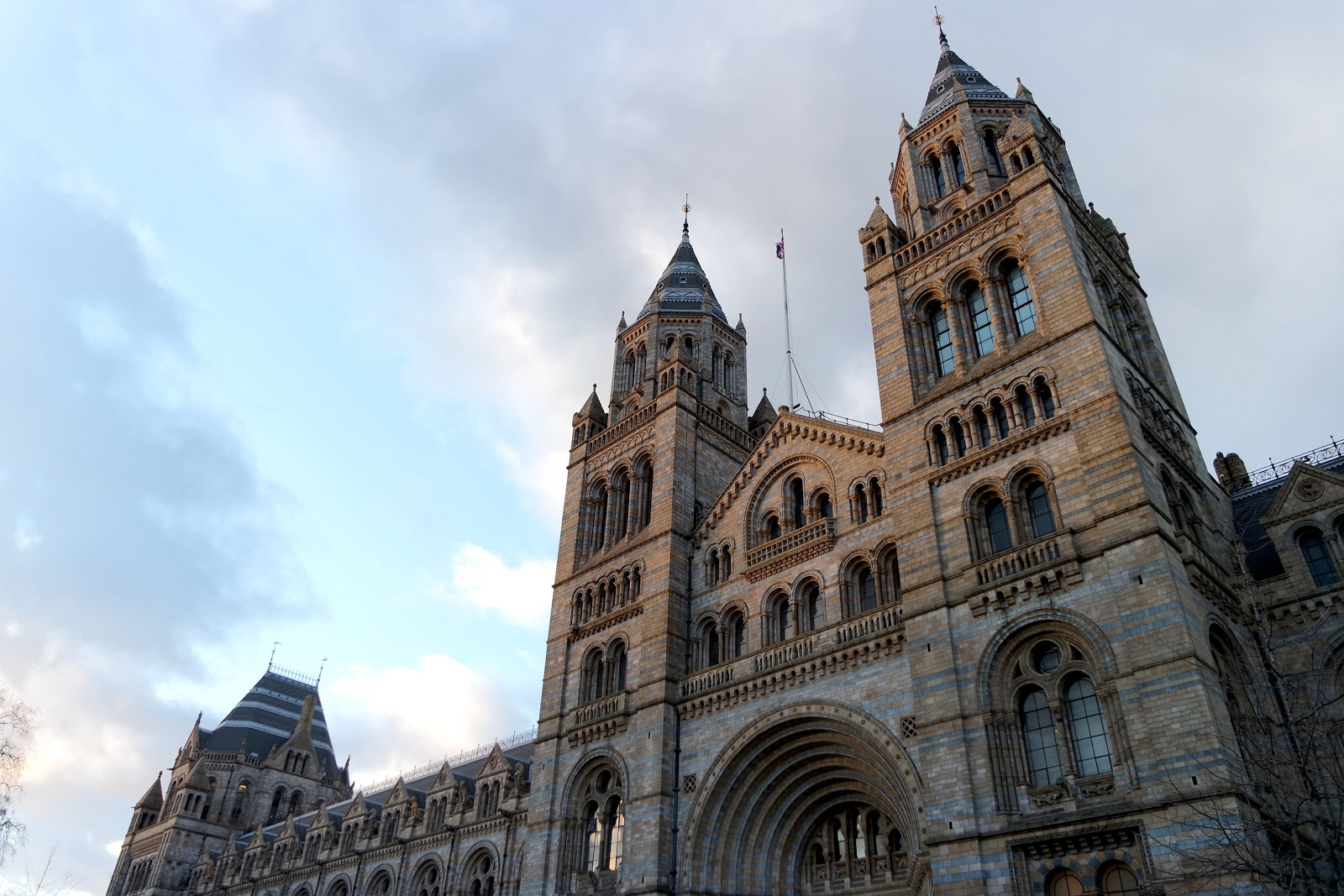 natural history museum, South Kensington, London, Londres, vlog, blog, travel, travelling, london streets, french,