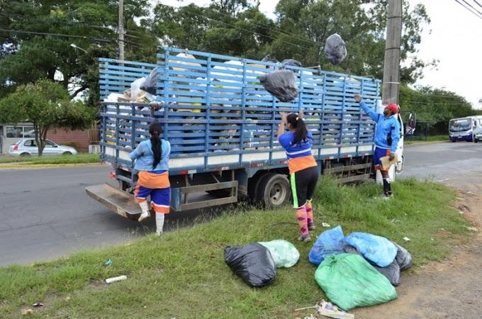 Saem os contêineres e voltam os garis no bairro Granja Esperança em Cachoeirinha