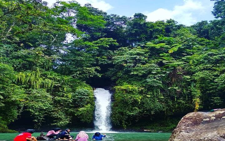 Wisata ke Air Terjun Tibu Narmada Lombok, Jangan Datang Jika Takut Basah!