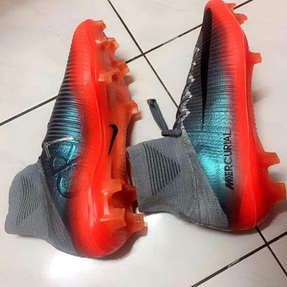 Bien que non confirmé, il se peut que les chaussures de foot Nike Mercurial  Superfly 5 CR7 Chapitre 4 gris/orange s\u0027inspirent de l\u0027ascension au sommet  de