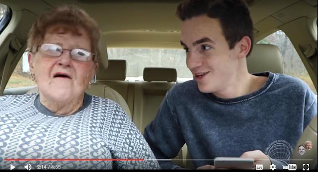 Nenek Lill seorang Blogger Kecantikan juga YouTubers Populer