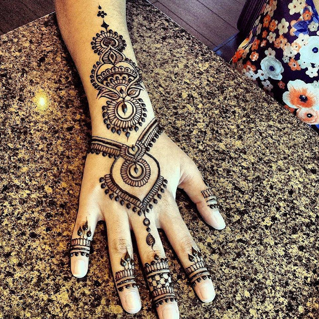 Beautiful Karva Chauth Mehndi Designs For Hands