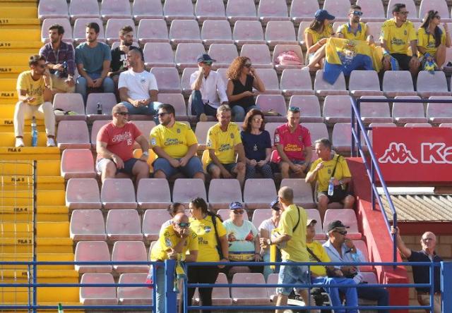 Afición canaria en el estadio Francisco de la Hera