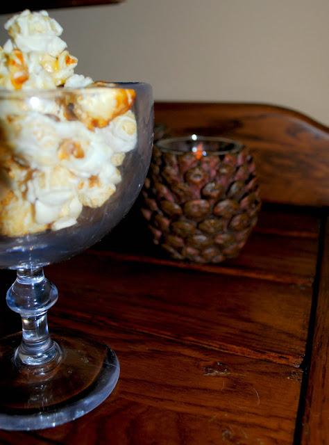 Caramel corn for your Thanksgving dessert table