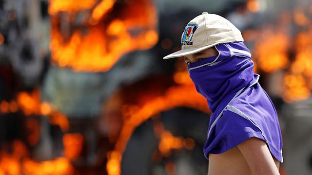 Ocho personas han sido quemadas por opositores en casi cien días de protestas en Venezuela