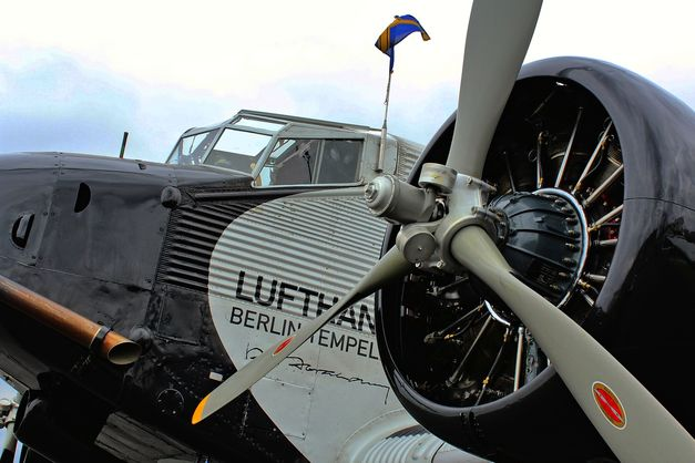 У Швейцарських Альпах розбився літак часів Другої світової війни з 20 пасажирами на борту