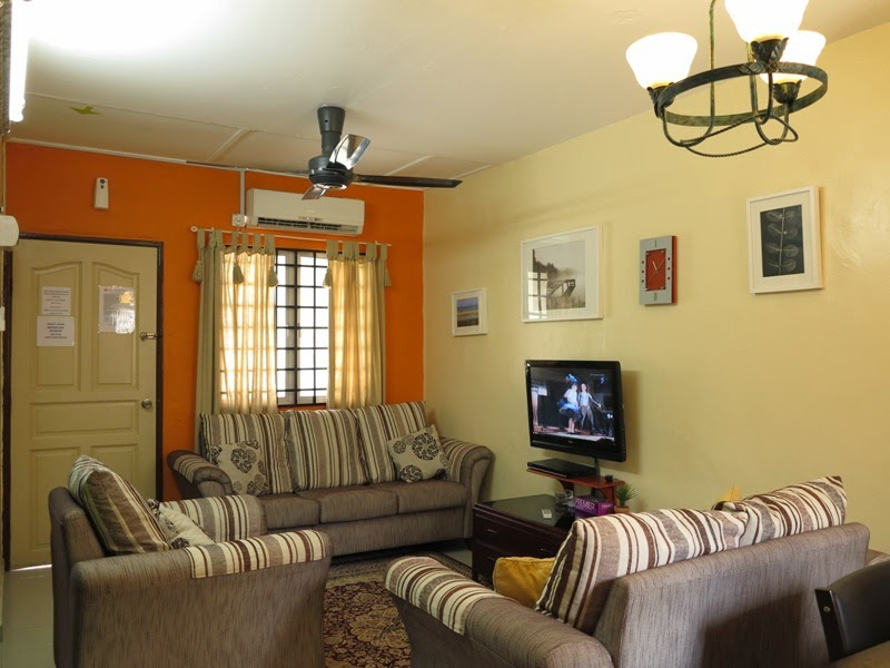 Photo 1: Living room - air-conditioned, ceiling fan