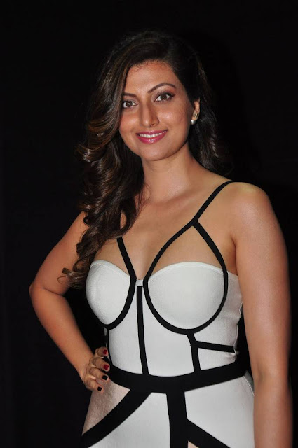 Hamsa Nandini latest hot images in sleeveless dress