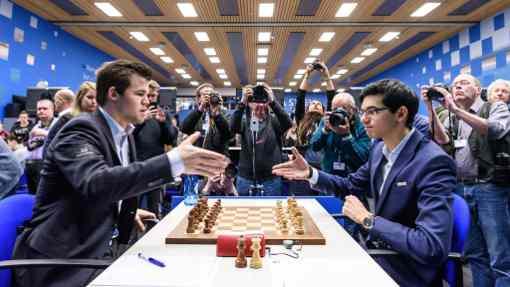 La partie entre Anish Giri (2752) et Magnus Carlsen (2834), une solide défense Française conclue par une nulle par répétition au 31ème coup - Photo © Alina L'Ami