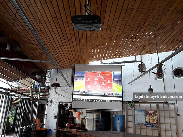Lắp máy chiếu Viewsonic PJD515HD cho quán cafe bóng đá K+