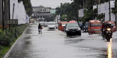 mengatasi mobil mogok karena banjir