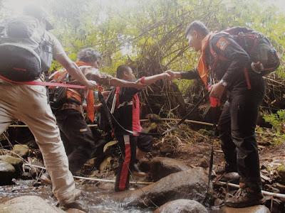 ekspedisi netra, FLP, Gunung, pendaki, petualangan, puncak, gunung manglayang, jawa barat, tuna netra, pantera, unpad, bandung
