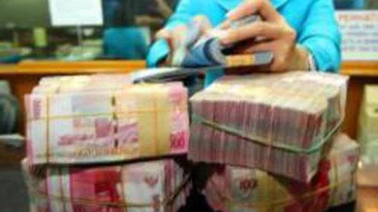 Dikarenakan Jalanan Licin, Mobil Pengangkut Uang Milik Bank Indonesia (BI) ini Masuk Ke dalam Jurang.
