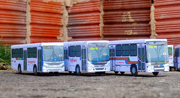 Cliente de João Pessoa / PB recebe Três miniaturas de veículos urbanos