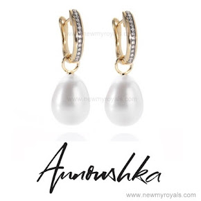 Kate accessorised Annoushka pearls and Kiki McDonough earrings