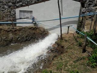Comporta do açude de Camalaú é aberta e água segue para Boqueirão; Veja o vídeo!