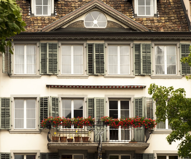 Building in Rapperswil, exploring on a half-day trip from Zurich