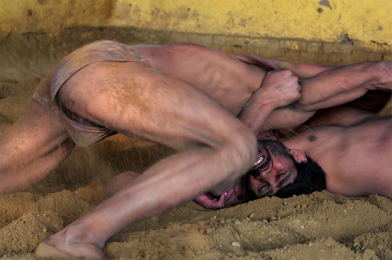 Desi Indian men male langot underwear bulge lund lauda pehalwan kushti