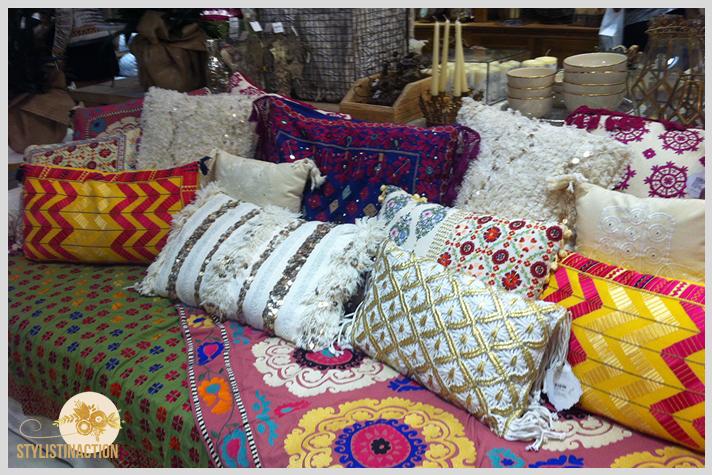 Rapsodia Home lanzó su primera colección en un evento en el local de Paseo Alcorta. Los almohadones son increíbles.