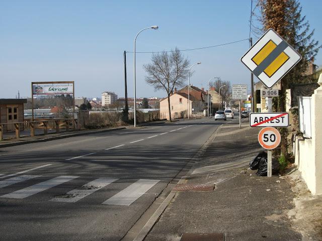 La route départementale 906 en direction de Vichy en mars 2014.