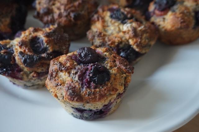 une_journee_dans_mon_assiette_healthy_muffins_citron_pavot_myrtilles