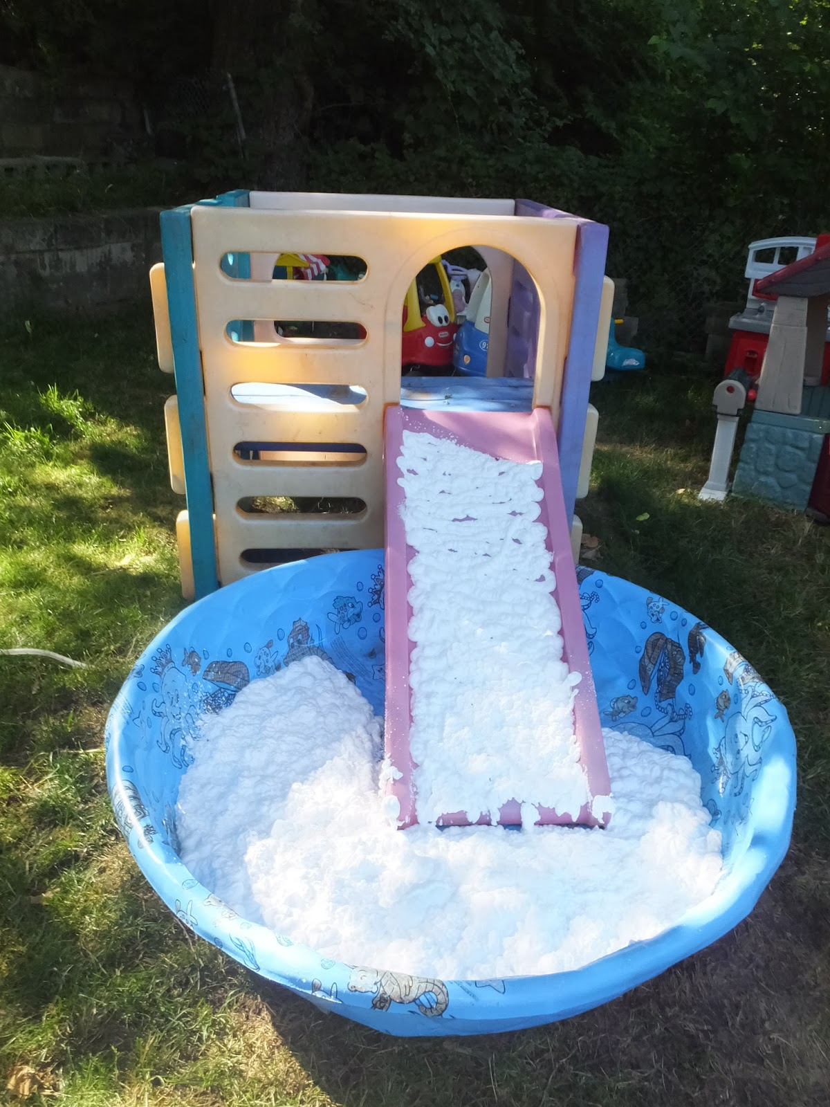 kidspert create an obstacle course in your backyard with kiddie pools