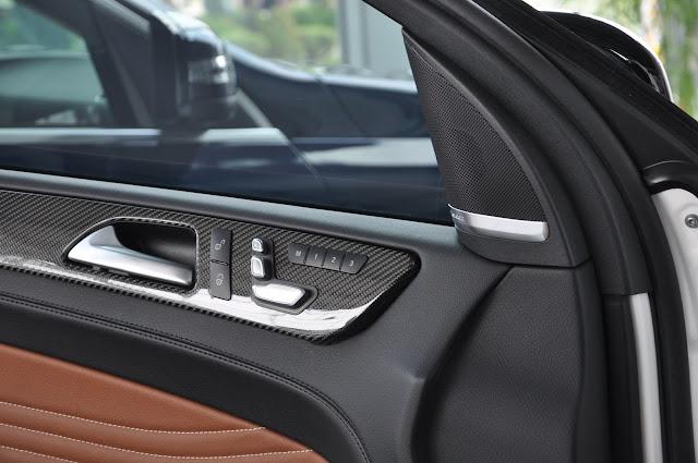 Mercedes AMG GLE 43 4MATIC Coupe sử dụng Ốp cửa Carbon