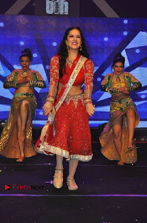 Bollywood Actress Model Sunny Leone Dance Performance in Red Half Saree at Rogue Audio Launch 13 March 2017  0056.jpg