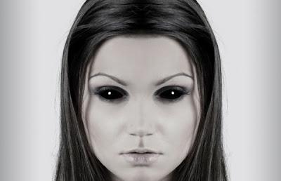 una hermosa extraterrestre con ojos dilatados