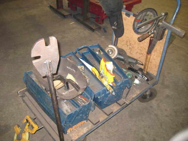 Тележка с инструментом и приспособлениями для сборки и сварки металлоконструкций