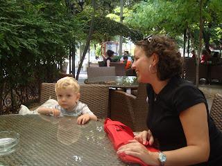 Haskovo merkezde yemek yerken