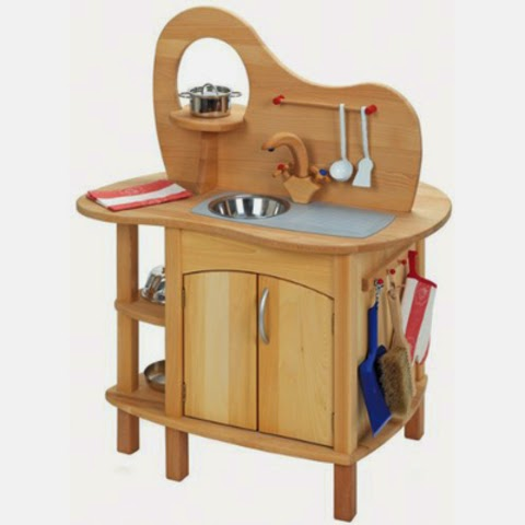 Smarter Shopper: The Glückskäfer Wooden Kitchen Play Set