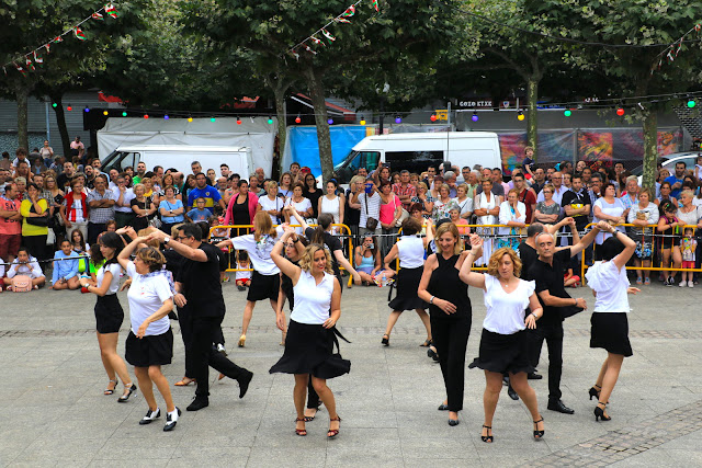 Grupo de bailes caribeños de Retuerto