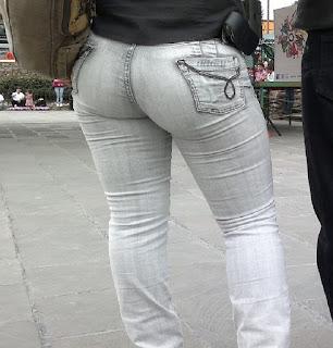 Sexy madura captada calle pantalon apretado