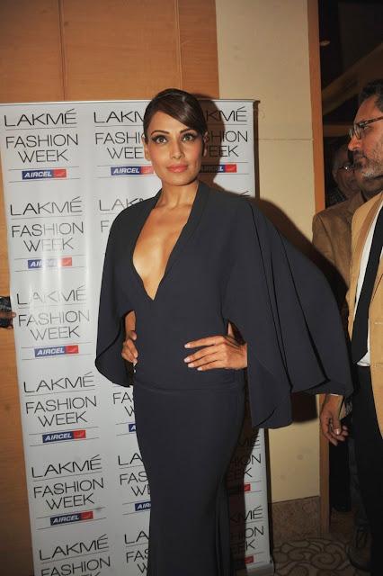 Bipasha Basu cleavage