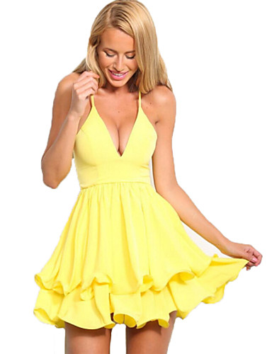 vestidos de moda con escote en la espalda