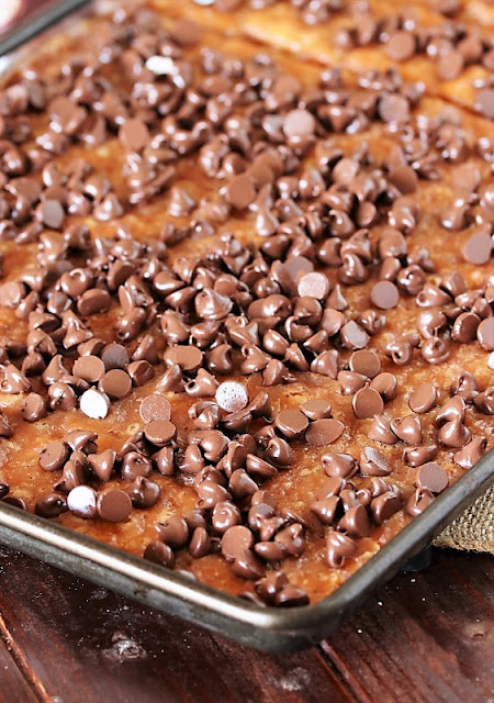 How to Make Peppermint Saltine Cracker Toffee Image