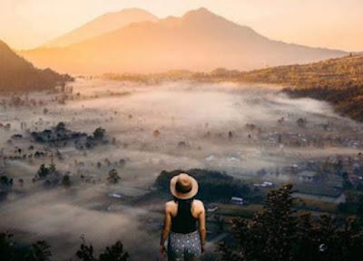 Panorama indah Gunung Batur dilihat dari Desa Pinggan