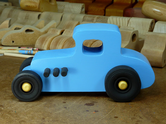 20170522-192708 Wooden Toy Car - Hot Rod Freaky Ford - 27 T Coupe - MDF - Blue - Black - Gold 04