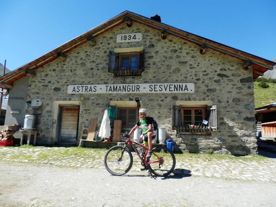 scharl-arnoga-suiza-italia-transalpes-en-btt-alpes-costainas-alp-astras