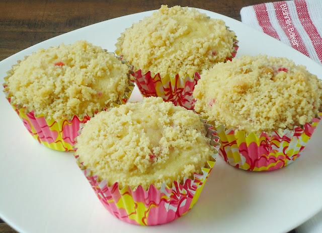 Raspberry lemonade muffins| www.blahnikbaker.com