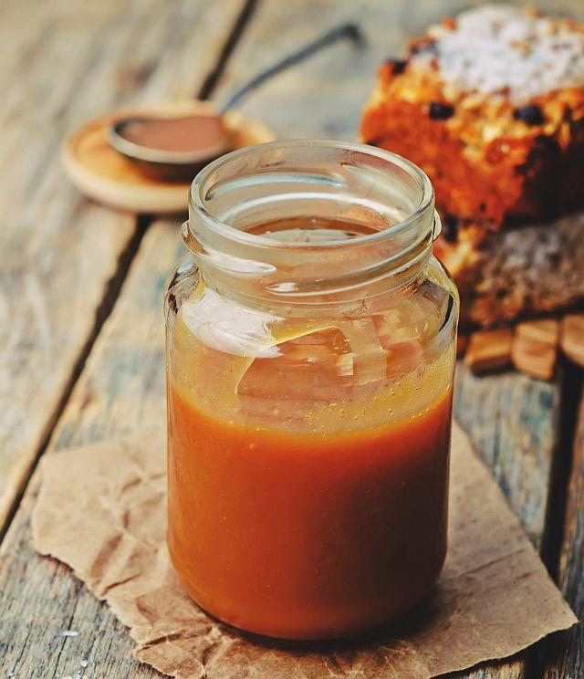 Domowy słony sos karmelowy