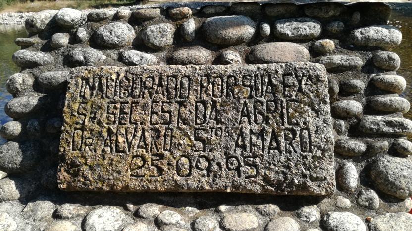 Placa de inauguração em pedra