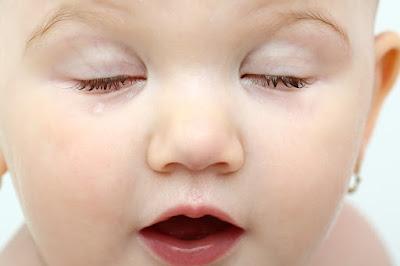 bebekler neden daha az göz kırpar