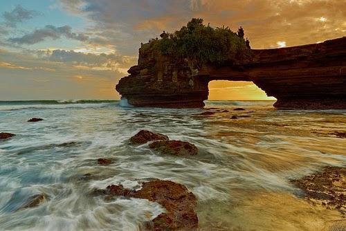 Pura Batu Bolong Lombok Barat