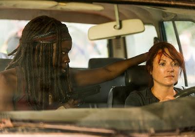 Michonne (Danai Gurira) ed Isabelle (Aerli Austin) nell'episodio 8
