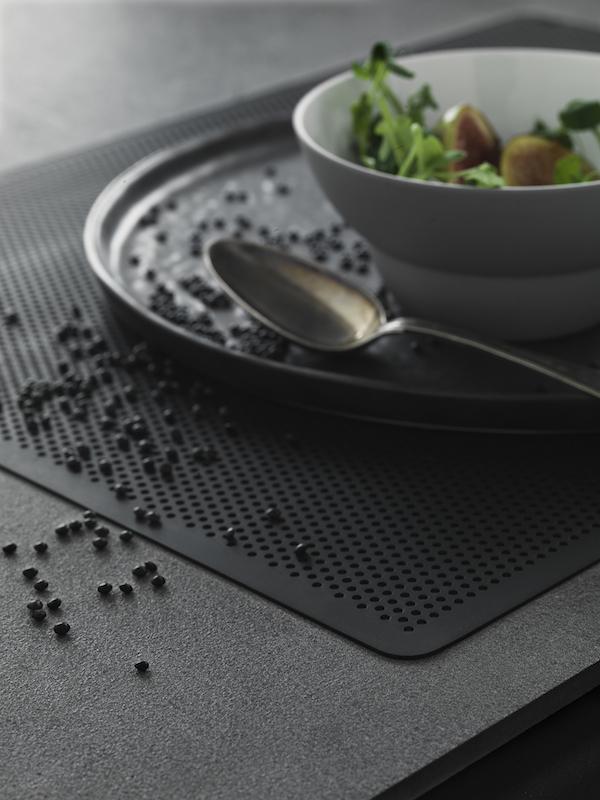 A black table setting | VIPP & vosgesparis: A black table setting | VIPP