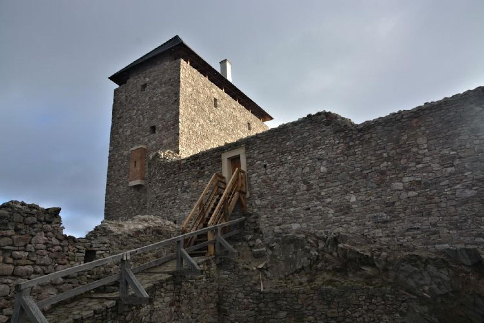 fe23b583b6 A jövőben további felújítások várhatók, így az alsóvár romjainak részleges  rekonstrukciója és további falak magasítása is szerepel a tervek között.